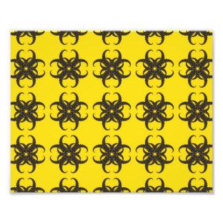 Gelbes und schwarzes Stammes- Fraktal-Muster Fotografischer Druck