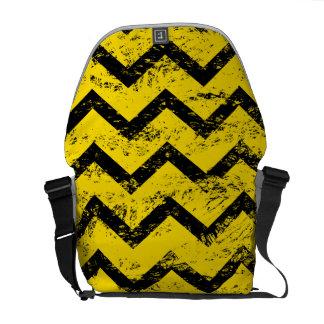 Gelbes und schwarzes Zickzack Muster Kuriertasche