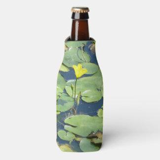Gelbes Wasser-Lilien-Flasche cooler