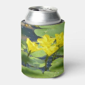 Gelbes Wasser-Lilien mit Libelle können cooler