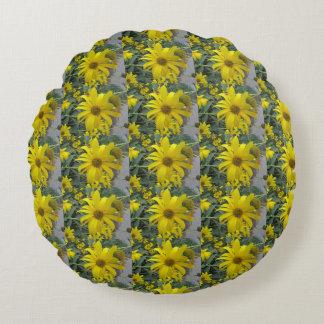 Gelbes Wildblumen-Foto Rundes Kissen