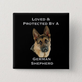 Geliebt u. durch einen Schäferhund geschützt Quadratischer Button 5,1 Cm