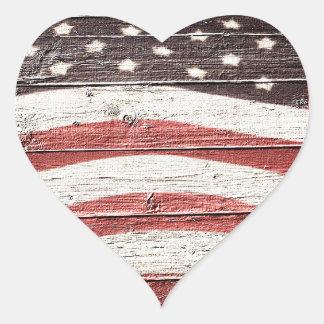 Gemalte amerikanische Flagge auf rustikaler Herz-Aufkleber