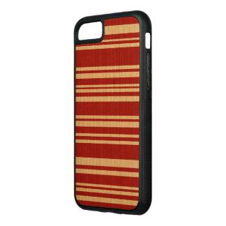 Gemischte rote Streifen auf natürlichem Holz Carved iPhone 7 Hülle