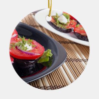 GemüseGeschirr der gedämpften Aubergine und des Keramik Ornament