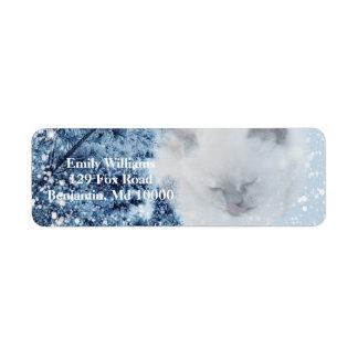 Gemütlicher weißer Katzesnowy-Winter-Wald Rücksendeetiketten