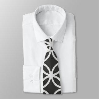 Geometrische Kreise schwarz u. die Krawatte der