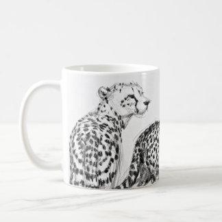 Geparde auf dem Savanne-Umgriffsschwarzen u. dem Kaffeetasse