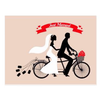 Gerade verheiratet, Braut und Bräutigam auf Postkarte