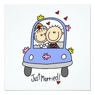 Gerade verheiratete Braut und Bräutigam-T - Shirts Quadratische 13,3 Cm Einladungskarte