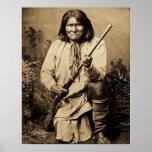 Geronimo mit Gewehr 1886 Plakate