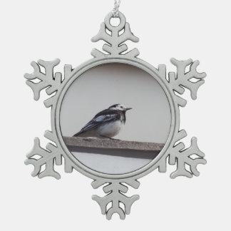 Gescheckter Wagtail Schneeflocken Zinn-Ornament