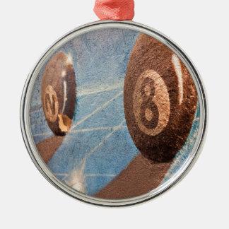 Geschossen von der Billardkugelillustration auf Rundes Silberfarbenes Ornament