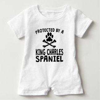 Geschützt durch einen Königcharles Spaniel Baby Strampler