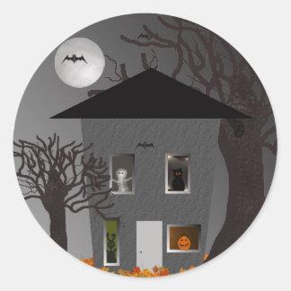 Gespenstische Haus-Halloween-Aufkleber Runder Aufkleber