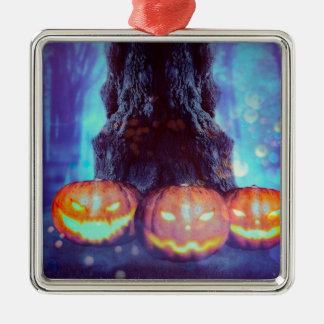 Gespenstischer Baum mit Kürbisen Quadratisches Silberfarbenes Ornament