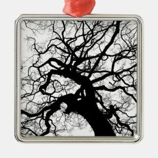 Gespenstischer Baum (Schwarzweiss) Quadratisches Silberfarbenes Ornament