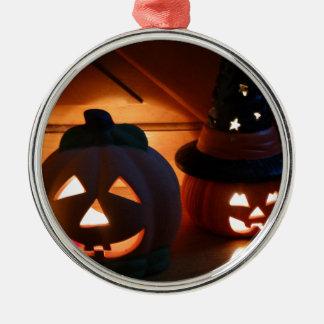 Gespenstisches Lächeln Rundes Silberfarbenes Ornament