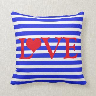 Gestreifte rote weiße u. blaue Liebe mit Herzen Kissen
