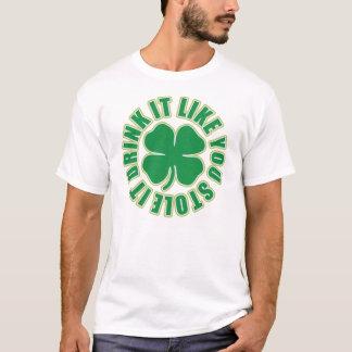 Getränk, das es Sie mag, stahl es irisches T-Shirt