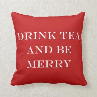 Getränk-Tee und ist fröhlich Kissen