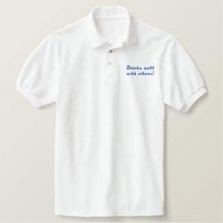 Getränke gut mit anderen! Spaß gesticktes Shirt Besticktes Poloshirt