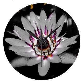 Gewaschene heraus Wasser-Lilie Große Wanduhr