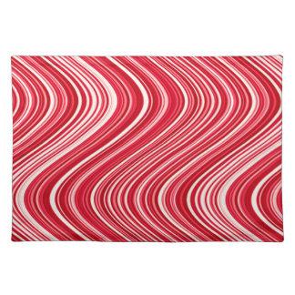 Gewellte Linien in Rotem und in weißem Tischset