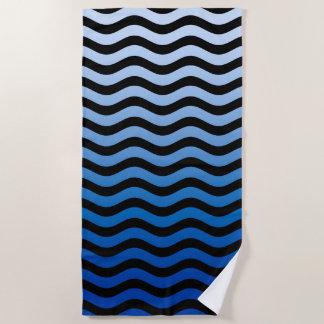 Gewellter blaue Streifen-Dekor auf a Strandtuch