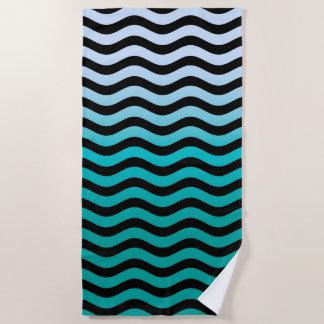 Gewellter Türkis Stripes Dekor auf a Strandtuch