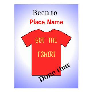 """Gewesen rotes T-Shirt """"addieren Sie des Standorts"""" Postkarte"""