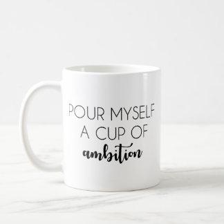 Gießen Sie sich eine Schale der Ehrgeiz-Tasse Kaffeetasse