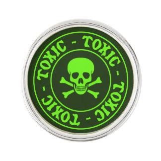 Giftiger grüner Totenkopf mit gekreuzter Knochen Anstecknadel