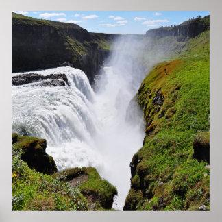 gigantischer Wasserfall Poster