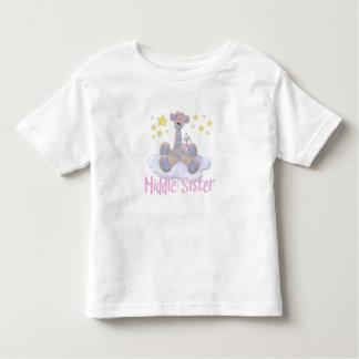 Giraffe auf einer Wolken-Mitte-Schwester Kleinkind T-shirt