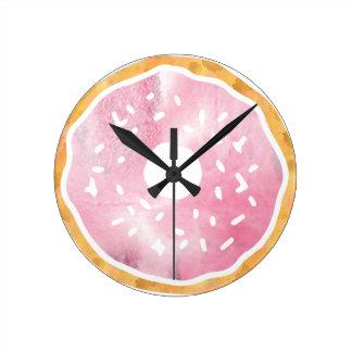 Girly erblassen Sie - rosa Krapfen-Uhr Runde Wanduhr