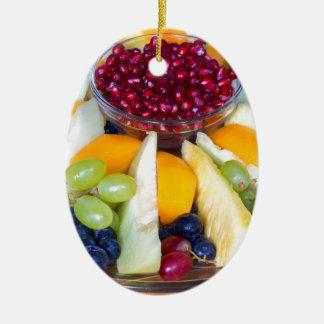 Glasskala voll der verschiedenen frischen Früchte Ovales Keramik Ornament