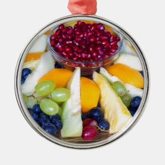 Glasskala voll der verschiedenen frischen Früchte Rundes Silberfarbenes Ornament