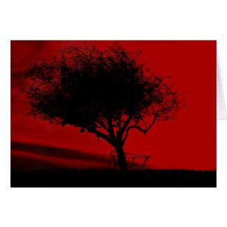 Glastonbury Weißdorn. Baum auf Hügel. Rot und Karte