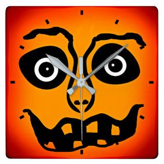 Glaubt wie Halloween-Wanduhr durch Julie Everhart Quadratische Wanduhr