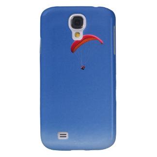 Gleitschirmfliegen im blauen Himmel mit rotem Galaxy S4 Hülle