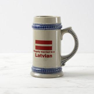 Glücklich verheirateter Latvian Bierglas
