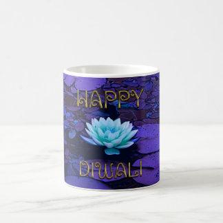 Glückliche Diwali Typografie-lila Kaffeetasse
