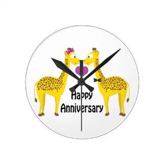 Glückliche Jahrestags-Giraffen Uhr