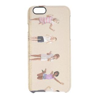 Glückliche Kinder in einer Tagesbetreuung oder Durchsichtige iPhone 6/6S Hülle