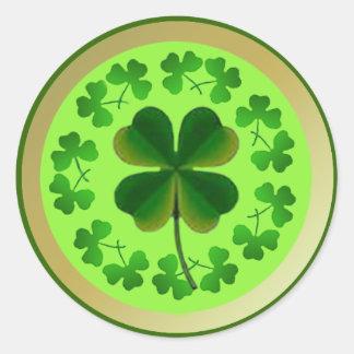 Glückliche Kleeblätter für St Patrick Tag Runder Aufkleber