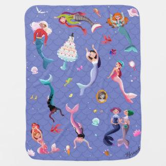 Glückliche Meerjungfrauen, die Spaß spielen und Baby-Decken
