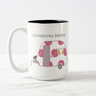 Glücklicher Mensch - Abenteuer erwartet Zweifarbige Tasse