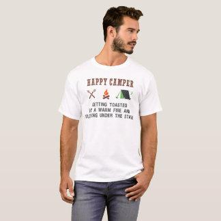 Glücklicher Mensch erhalten geröstetes Lagerfeuer T-Shirt