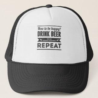 Glückliches Bier-Schnaps-Schäferhund-Hundeleben Truckerkappe